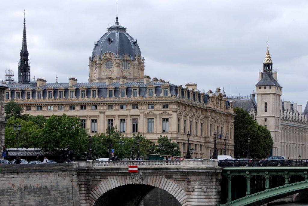 Avocat France Suisse Tribunal de commerce